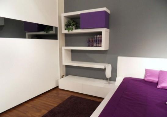 Thiết kế Phòng ngủ đầy Màu sắc với Kệ treo tường