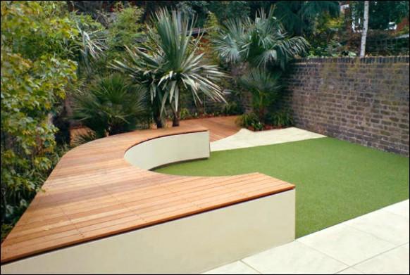 Backyard-seating-in-garden-brick-wall-582x391