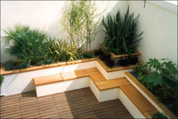 Japanese-style-Roof-Terrace-garden-bamboo-seating-582x391