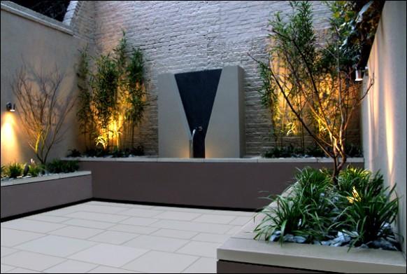 Modern-courtyard-Water-feature-garden-accent-lighting-582x39