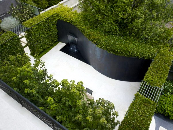 Water-feature-curved-garden-wall-665x498
