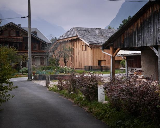Villa Solaire by Jérémie Koempgen Architectects (JKA) + FUGA 08