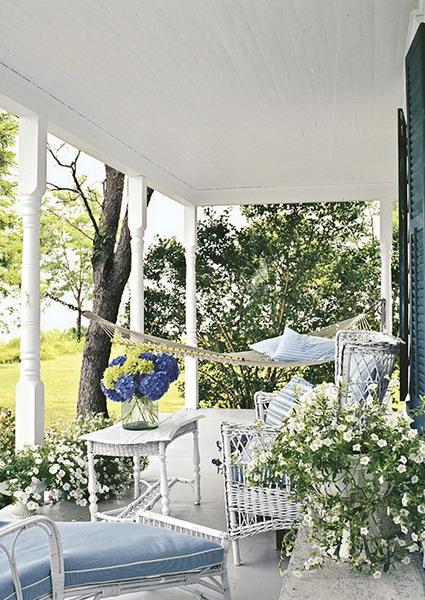 Kientrucnhangoi-white-country-style-porch