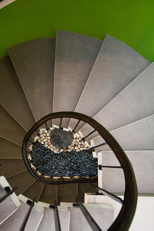 Kings-Road_Zubu_stairs-_pM