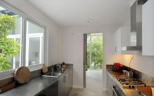 modern-tube-house-mimanystudio-real_kitchen_open