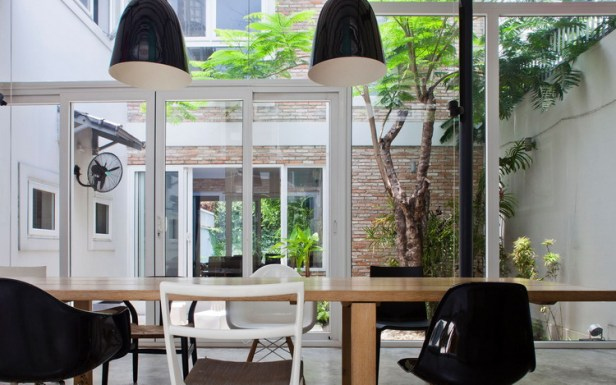 modern-tube-house-mimanystudio-real_link_garden_from_dining_table