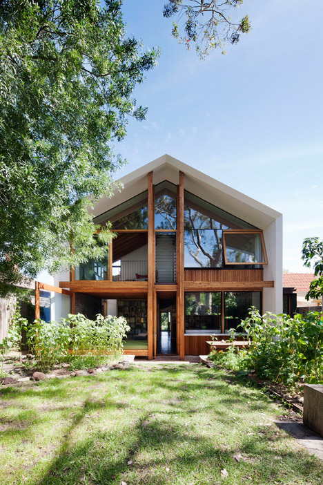 Dolls-House-by-BKK-Architects-photo-Shannon-McGrath_dezeen_468_1
