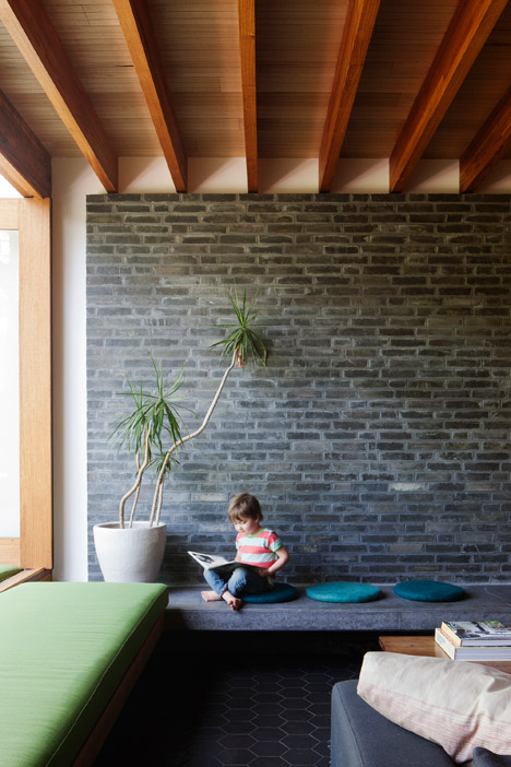 Dolls-House-by-BKK-Architects-photo-Shannon-McGrath_dezeen_468_3