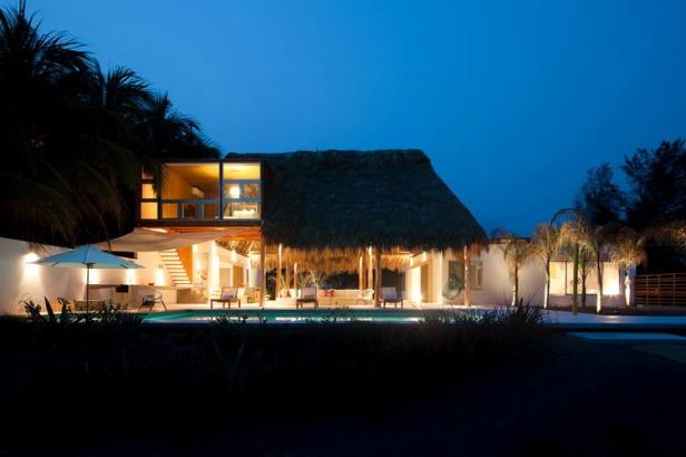 Architecture-Modern-Casa-Azul-El-Salvador-Night-10