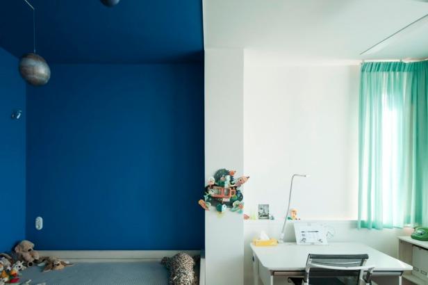Nadja_Childrens_bedroom_blue_02_by_Yannis_Drakoulidis_med