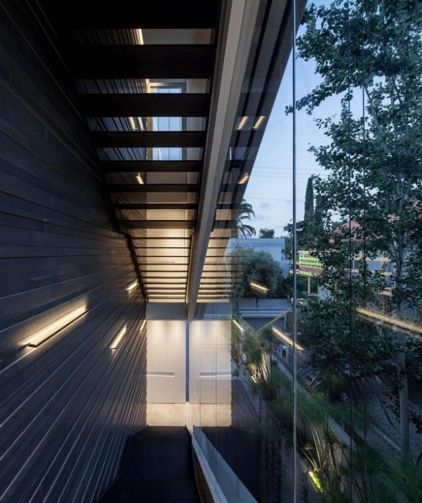 Stunning-Contemporary-Home-in-Ramat-Gan-28