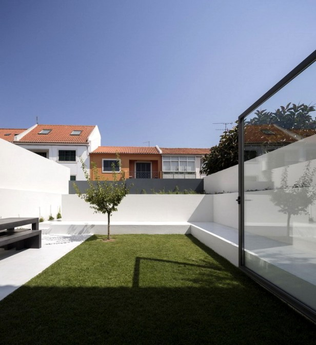 House-in-Restelo-02