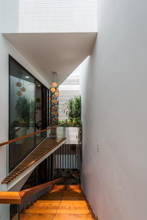 9._stairs___corridors_1