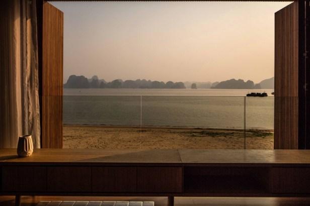 studio-MK27-marcio-kogan-caye-sereno-exclusive-villas-halong-vietnam-designboom-04