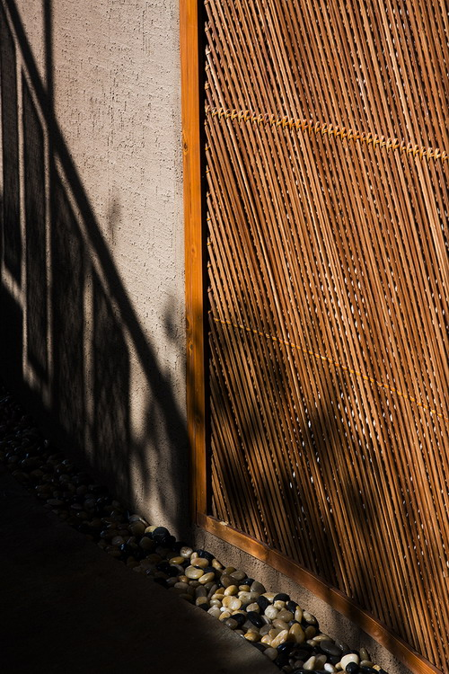12_Curve_wall_in_daytime_OKI